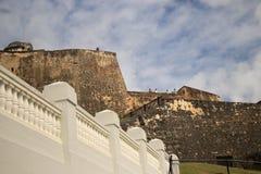 San Juan, Puerto Rico - 1/25/18: Touristen am Fort San Cristobal in San Juan, Puerto Rico stockbilder