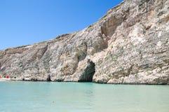 San Lawarenz, Malta: Ansicht von Binnenmeer Divesite und von Felsen in Gozo-Insel in Malta Lizenzfreie Stockfotos