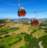 San-Leeuw - Twee cabines van de kabelbaan over platteland Royalty-vrije Stock Foto