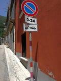 San Lorenzello - fazer crochê o sinal de estrada imagem de stock