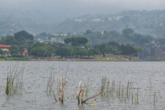 San Lucas Toliman, Solola, Guatemala het meer Atitlan van strand las conchitas royalty-vrije stock fotografie