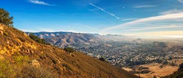 San Luis Obispo bekeek van de Cerro Piek stock fotografie
