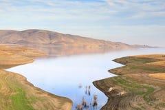 San Luis Reservoir Views in de Herfst stock afbeelding