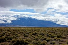 San Luis Valley Mountain Shrouded in nuvole Fotografia Stock Libera da Diritti
