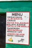 SAN MANUEL DE COLOHETE, HONDURAS - APRIL 15, 2016: Meny av en liten eatery i San Manuel villag royaltyfria foton