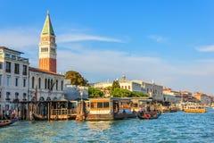 San Marco Campanile e palazzo ducale, vista dal canale, Veni immagini stock libere da diritti