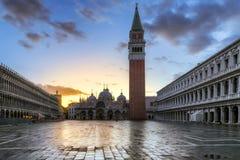 San Marco fyrkant p? soluppg?ng i Venedig, Italien arkivbilder