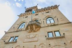 San Marino San Marino - 10 Augusti 2017: Huvudsaklig fyrkant med administrationen i San Marino Royaltyfri Fotografi