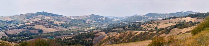 San Marino San Marino - 10 Augusti 2017: Panoramautsikt av den lokala omgivningen Arkivbilder