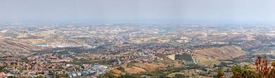 San Marino San Marino - 10 Augusti 2017: Panoramautsikt av den lokala omgivningen Royaltyfria Foton