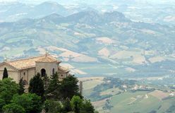 San Marino e vistas espectaculares de campo circunvizinho Fotos de Stock Royalty Free