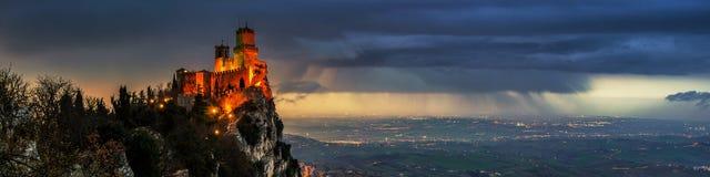 San Marino forteca Guaita przy zmierzchem zdjęcie royalty free