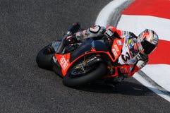 San Marino, Italia - 26 settembre 2009: Fabbrica di Aprilia RSV4 del gruppo di corsa di Aprilia, guidata da Max Biaggi Fotografia Stock