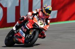 San Marino Italien - Maj 12, 2017: Ducati Panigale R av Aruba det Racing-Ducati SBK lag som är drivande vid DAVIES Chaz i handlin Arkivfoton