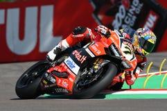 San Marino Italien - Maj 12, 2017: Ducati Panigale R av Aruba det Racing-Ducati SBK lag som är drivande vid DAVIES Chaz i handlin Arkivbild