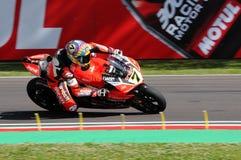 San Marino Italien - Maj 12, 2017: Ducati Panigale R av Aruba det Racing-Ducati SBK lag som är drivande vid DAVIES Chaz i handlin Royaltyfri Foto