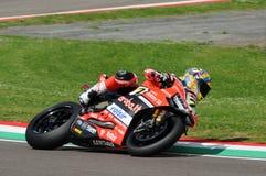San Marino Italien - Maj 12, 2017: Ducati Panigale R av Aruba det Racing-Ducati SBK lag som är drivande vid DAVIES Chaz i handlin Fotografering för Bildbyråer
