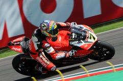 San Marino Italien - Maj 12, 2017: Ducati Panigale R av Aruba det Racing-Ducati SBK lag som är drivande vid DAVIES Chaz i handlin Arkivbilder