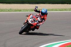 San Marino Italien - Maj 12, 2017: Ducati Panigale R av Aruba det Racing-Ducati SBK lag som är drivande vid Melandri Marco i hand Royaltyfria Bilder
