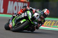San Marino Italien - Maj 12: Jonathan Rea av Storbritannien Kawasaki Racing Team rider under qualifyngperiod på Imola Circuit arkivbild