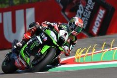 San Marino Italien - Maj 12: Jonathan Rea av Storbritannien Kawasaki Racing Team rider under qualifyngperiod på Imola Circuit royaltyfria bilder