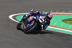 San Marino Italy - 12 de mayo: Alex Lowes GBR Yamaha YZF R1 Pata Yamaha Official Team SBK Rizla, en la acción en Imola Circuit imagen de archivo libre de regalías