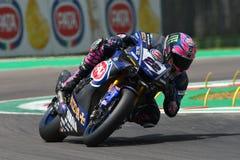 San Marino Italy - 11 de mayo de 2018: Equipo de Alex Lowes GBR Yamaha YZF R1 Pata Yamaha Official WorldSBK, en la acción fotos de archivo