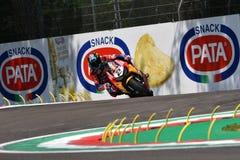 San Marino Italy - 11 maggio 2018: Gruppo del Superbike del mondo di Leon Camier GBR Honda CBR1000RR Red Bull Honda, nell'azione fotografia stock libera da diritti