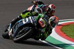 San Marino Italy - 11 mai 2018 : COL Kawasaki ZX-10RR Team Pedercini Racing Team de Yonny Hernandez, dans l'action photo stock