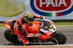 San Marino Italy - Maj 11, 2018: Chaz Davies GBR Ducati Panigale R Aruba det som springer - Ducati lag, i handling Royaltyfria Bilder