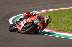 San Marino Italy - Maj 11, 2018: Chaz Davies GBR Ducati Panigale R Aruba det som springer - Ducati lag, i handling Arkivbilder