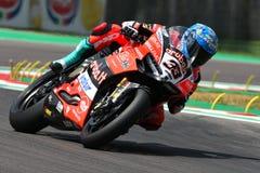 San Marino Italy - Maj 11, 2018: Marco Melandri ITA Ducati Panigale R Aruba det som springer - Ducati lag, i handling Arkivfoto