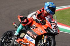 San Marino Italy - Maj 11, 2018: Marco Melandri ITA Ducati Panigale R Aruba det som springer - Ducati lag, i handling Arkivfoton