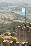 San-marino, San Marino - Juli 10, 2017: De nationale vlag van de Republiek Royalty-vrije Stock Fotografie