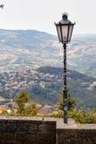San Marino San Marino - Juli 10, 2017: ett ljus för fästningbelysning Arkivbild