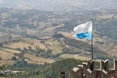 San Marino San Marino - Juli 10, 2017: Nationsflaggan av republiken Arkivbild