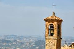 San Marino San Marino - Juli 10, 2017: Stadsklockatorn Arkivbild