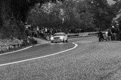 SAN MARINO - OTT 21, 2017: Den LANCIA DELTAN INT 16V 1990 i gammal tävlings- bil samlar det historiska loppet Royaltyfria Bilder