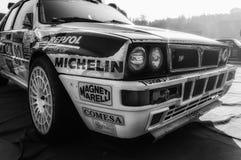 SAN MARINO SAN MARINO - OTT 21, 2017: LANCIA DELTA INT 16V 1991 i gammal tävlings- bil samlar LEGENDEN 2017 den hans berömda SAN  Arkivfoton