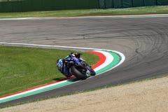 San Marino Włochy, Maj 12 -: Alex Lowes GBR Yamaha YZF R1 Pat Yamaha urzędnika drużyna SBK Rizla podczas WSBK Qualyfing przy Imol Zdjęcia Royalty Free