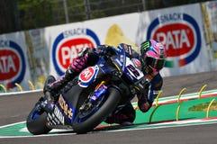 San Marino Włochy, Maj 11 -, 2018: Alex Lowes GBR Yamaha YZF R1 Pat Yamaha urzędnika WorldSBK drużyna w akci, Zdjęcie Royalty Free