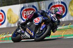 San Marino Włochy, Maj 11 -, 2018: Alex Lowes GBR Yamaha YZF R1 Pat Yamaha urzędnika WorldSBK drużyna w akci, Zdjęcie Stock