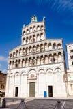 San Michele in foro kyrkafasad Tuscany Italien Arkivbilder