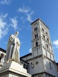 San Michele in foro und Statue von Francesco Burlamacchi, Lucca stockbild