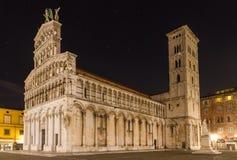 San Michele nachts, Lucca, Italien lizenzfreie stockfotografie