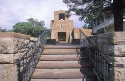 San Miguel Church i Santa Fe New Mexico, den äldsta kyrkliga strukturen som byggs i USA i ANNONSEN 1610 Fotografering för Bildbyråer