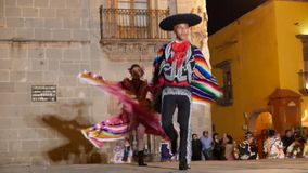 SAN Miguel de Allende- 17 Ιανουαρίου 2017: Μεξικάνικοι λαϊκοί χορευτές φιλμ μικρού μήκους