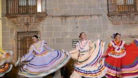 SAN Miguel de Allende- 17 Ιανουαρίου 2017: Μεξικάνικοι λαϊκοί χορευτές απόθεμα βίντεο
