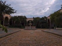 San Miguel de Allende, Guanajuato/Mexico - September 17 2015: Huvudsaklig central uteplats och springbrunn i Instituto Allende Royaltyfria Foton