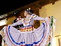 San Miguel De Allende-January 17, 2017: Mexicanska Folk dansare Royaltyfria Foton